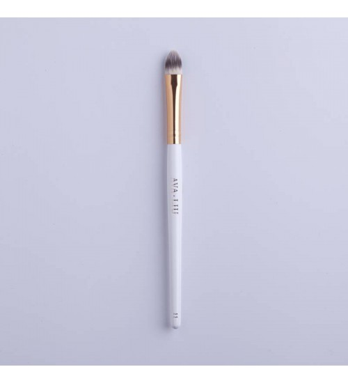 AVA.LIU Flat concealer brush - no.11
